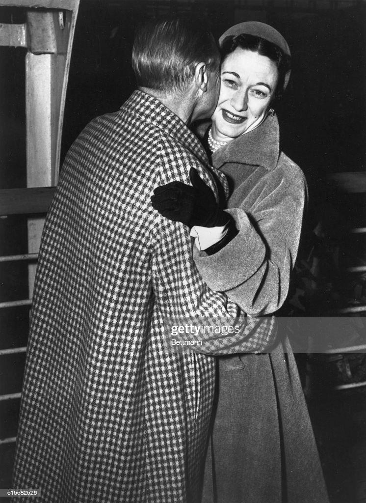 Duke of Windsor Kissing Duchess of Windsor : News Photo
