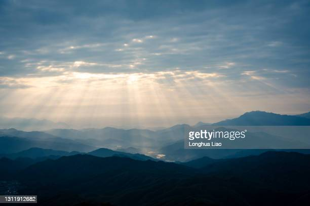 the dundar phenomenon in the mountains in the early morning - light natural phenomenon stock pictures, royalty-free photos & images