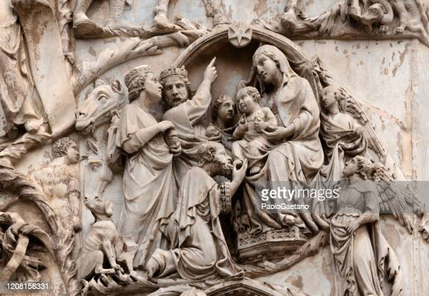 the duomo - the three wise men - bas relief stock pictures, royalty-free photos & images