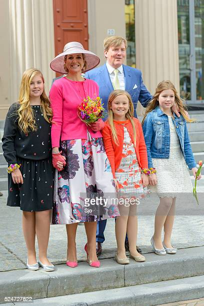 the dutch royal family during kingsday in zwolle - koningschap stockfoto's en -beelden