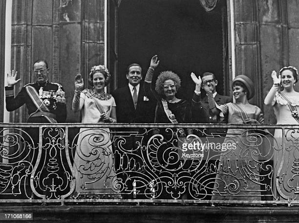 The Dutch royal family on the balcony of the Lange Voorhout Palace in The Hague after the Queen's Speech 19th September 1967 Left to right Prince...