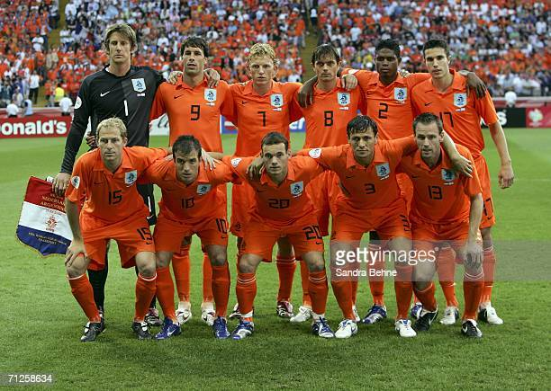 Classic Kits by JSC AEK 06-07 + Pxd [NO REQUESTS] - Page 6 The-dutch-team-pose-for-the-cameras-prior-to-kickoff-during-the-fifa-picture-id71258634?s=612x612