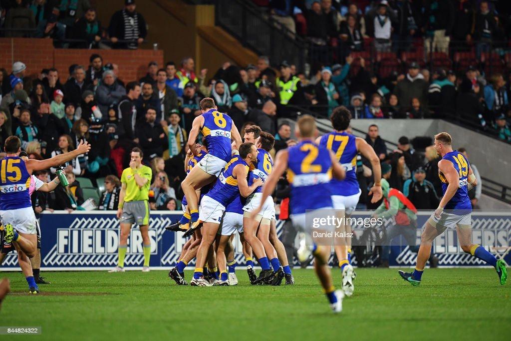 AFL First Elimination Final - Port Adelaide v West Coast : News Photo