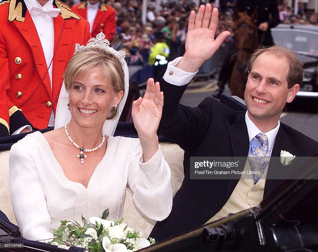 The Earl And Countess Of Wessex [prince Edward And Sophie Rhys-jones] In A Carriage Procession Around Windsor Following Their Wedding In St. George's Chapel.