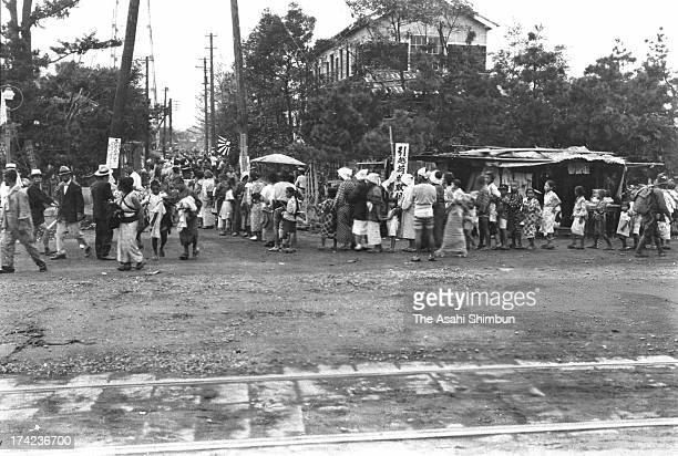 The earthquake survivors queue for aid supply after the Great Kanto Earthquake at Shiba Koen Park on September 20 1923 in Tokyo Japan The estimated...