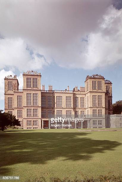 The Eastern front of Hardwick Hall designed by Robert Smythson as an Elizabethan prodigy house and built from 15901597 Derbyshire England UK