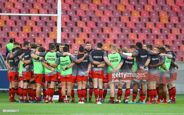 The Edinburgh team are seen during the Guinness Pro14 match between Southern Kings and Edinburgh at Nelson Mandela Bay Stadium on December 01 2017 in...