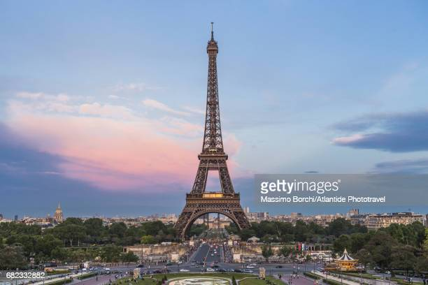 the eiffel tower and the town at the sunset from the trocadéro - eiffel tower paris stock pictures, royalty-free photos & images
