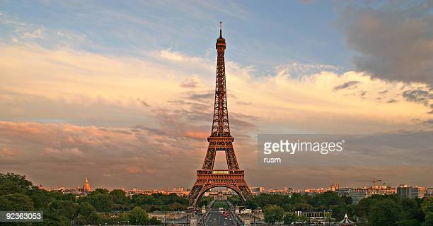 Der Eiffelturm bei Sonnenuntergang, Paris, Frankreich