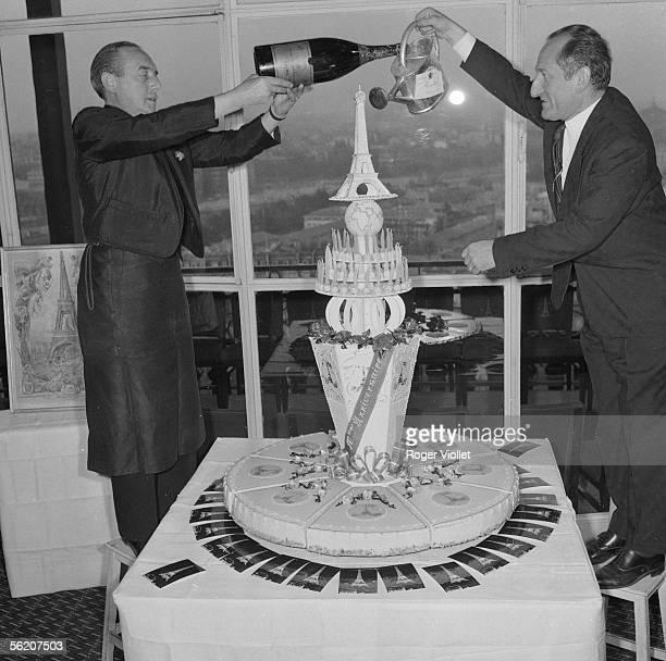 The Eiffel Tower celebrates his 70 years Paris 1959