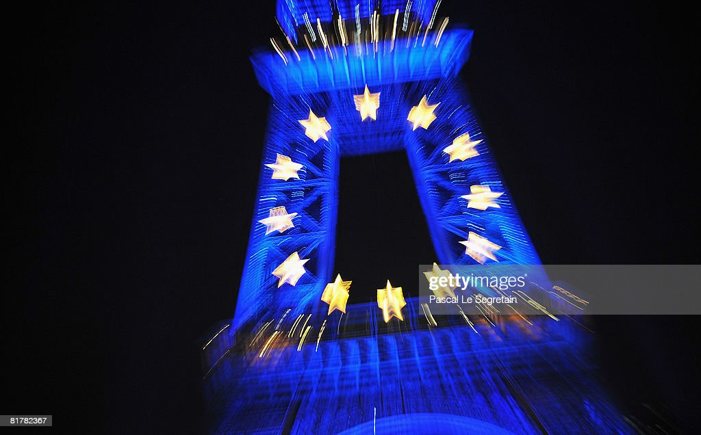 Eiffel Tower Projects EU Flag As France Assumes Union Presidency : ニュース写真