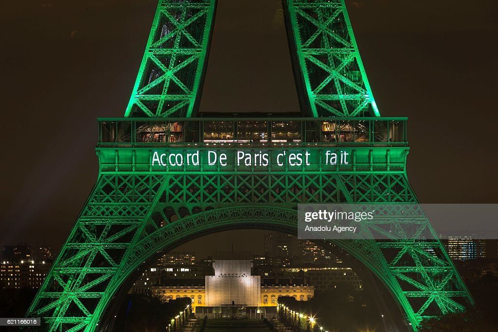 Climate accord celebration in Paris : News Photo