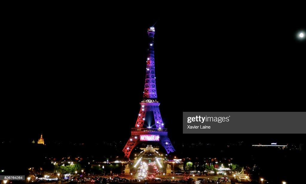 The Eiffel Tower Is Illumined In The Colors Of Paris Saint Germain News Photo Getty Images