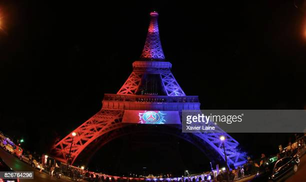 21 The Eiffel Tower Is Illumined In The Colors Of Psg To Welcome Neymar Photos And Premium High Res Pictures Getty Images