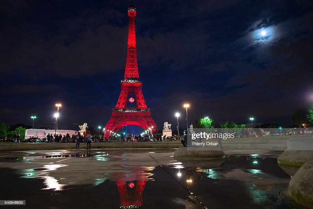 The Eiffel Tower Lights Up For Euro 2016 Twitter Contest : Day Eight : News Photo
