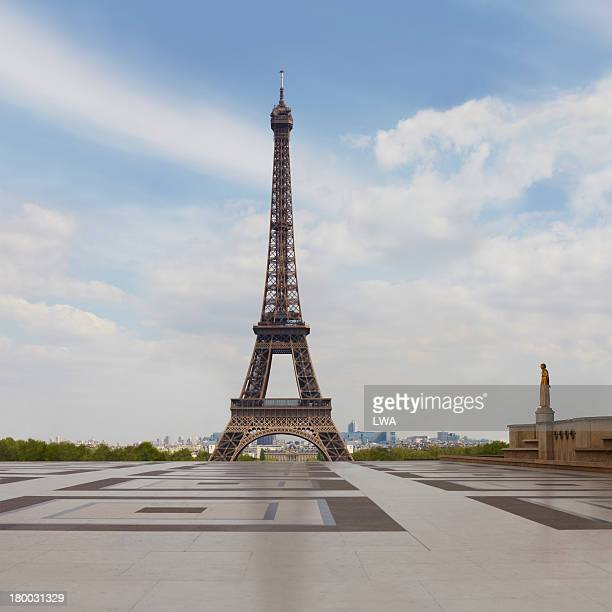 the eiffel tower - eiffel tower paris stock pictures, royalty-free photos & images