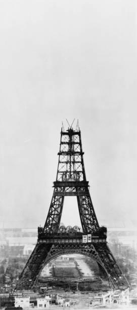 Eiffel Construction 8