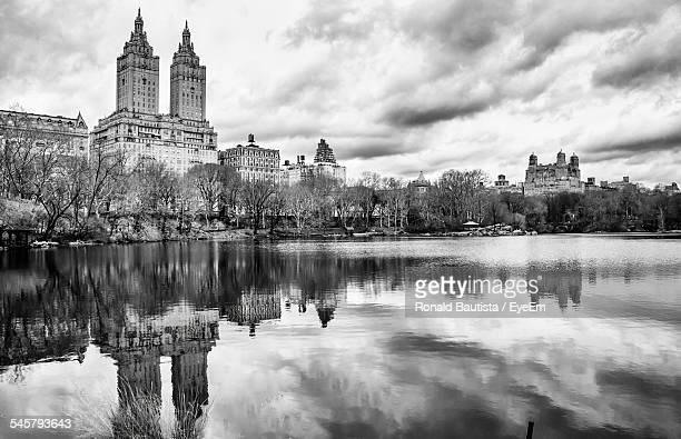 the eldorado at jacqueline kennedy onassis reservoir - central park reservoir stock pictures, royalty-free photos & images