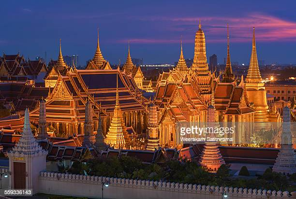the emerald buddha temple - grand palace bangkok stock pictures, royalty-free photos & images