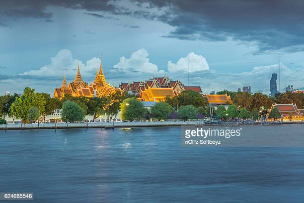 the emerald buddha temple - nopz stock pictures, royalty-free photos & images