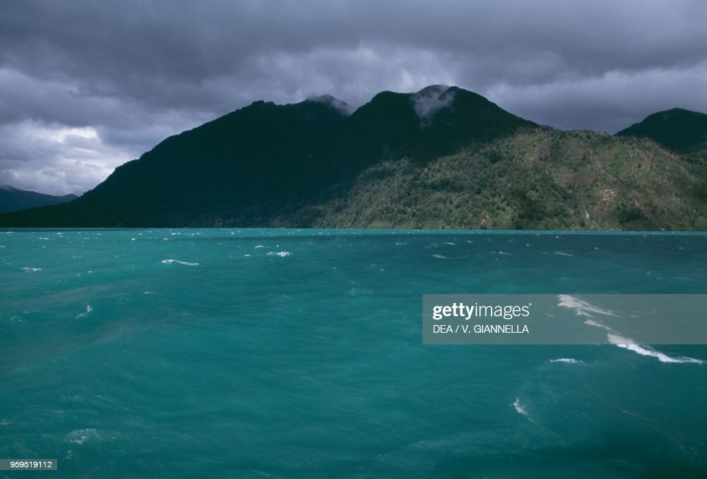 The emerald waters of Lago Todos los Santos : News Photo