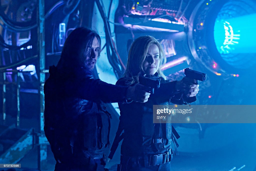 12 MONKEYS -- 'The End' Episode 401 -- Pictured: (l-r) Aaron Stanford as James Cole, Amanda Schull as Cassandra Railly --