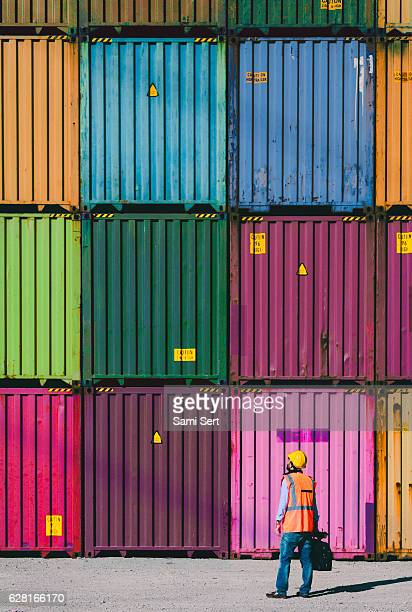 the engineer working with cargo containers - behållare bildbanksfoton och bilder