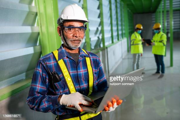 the engineering team in the warehouse - 578105427 stock pictures, royalty-free photos & images