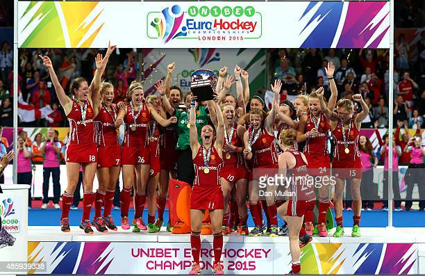 The England team celebrate as Kate RichardsonWalsh of England lifts the trophy after victory during the EuroHockey Womens Gold Medal match between...