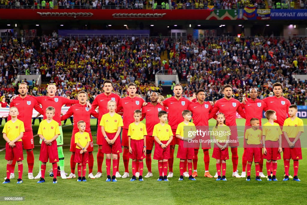 ¿Cuánto mide Kyle Walker? - Real height The-england-team-line-up-for-the-national-anthem-before-the-2018-fifa-picture-id990923686