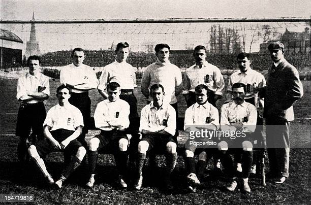 The England team to play against Scotland at Villa Park in Birmingham, 8th April 1899. Back row : Rab Howell , Harry Thickett , Frank Forman , Jack...