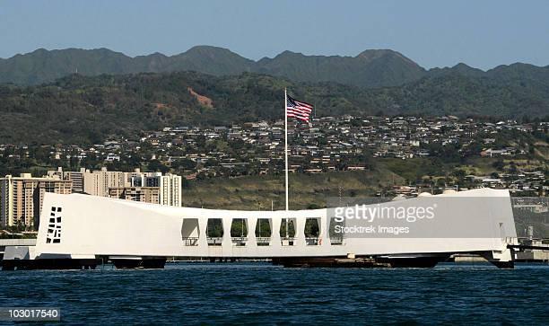 the ensign flies over the arizona memorial. - 真珠湾 ストックフォトと画像
