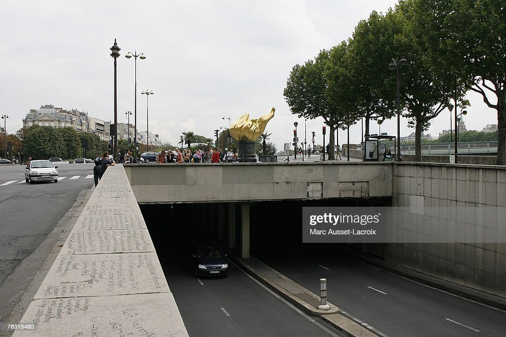 Paris Locations in Connection with Diana's Death : News Photo