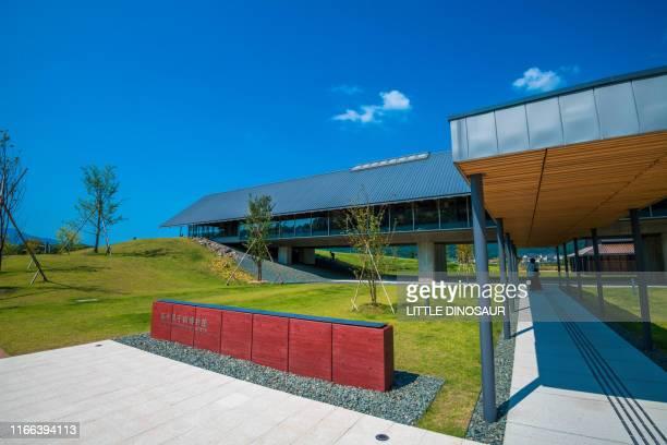 the entrance of the verve museum. mikata, fukui, japan - opslagmedia voor analoge audio stockfoto's en -beelden