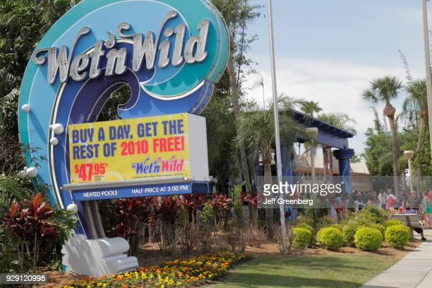 The entrance sign for the Wet'n Wild water park