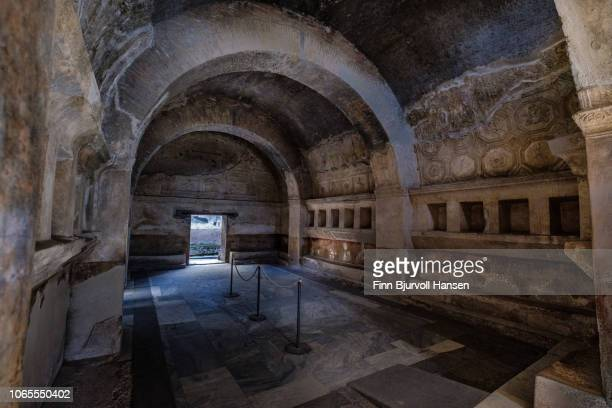the entrance to one of the many baths in the city of pompeii italy - finn bjurvoll stockfoto's en -beelden
