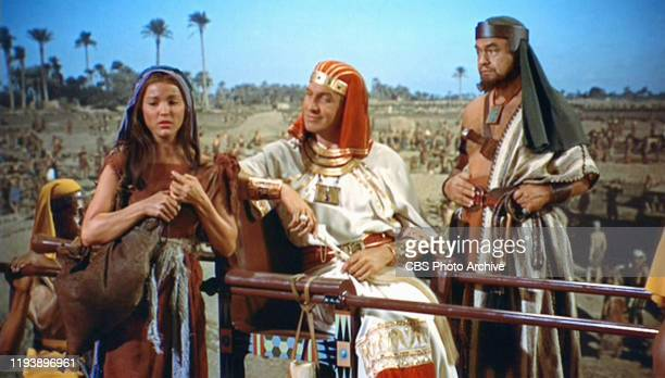 The epic movie The Ten Commandments directed by Cecil B DeMille Seen here from left Debra Paget as Lilia Vincent Price as Baka the master builder and...