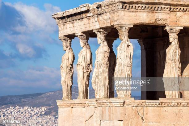 the erechtheon, temple of athena, acropolis, athens, greece - cultura griega fotografías e imágenes de stock