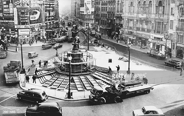 The Eros Statue shortly after Piccadilly Circus was made into a oneway traffic system