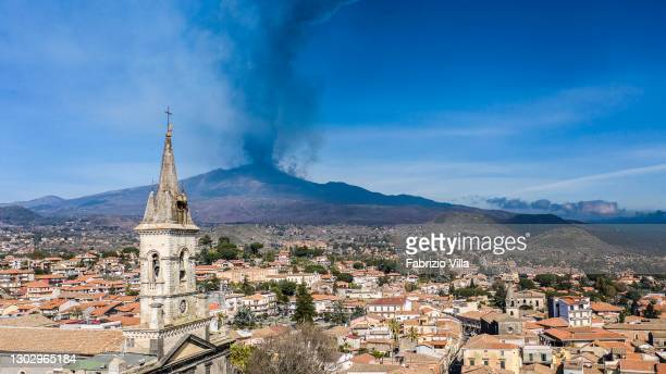 The eruption of Mount Etna with the dense smoke of ash and lapilli seen from Trecastagni on February 19, 2021 in Catania, Italy. Etna volcano,...