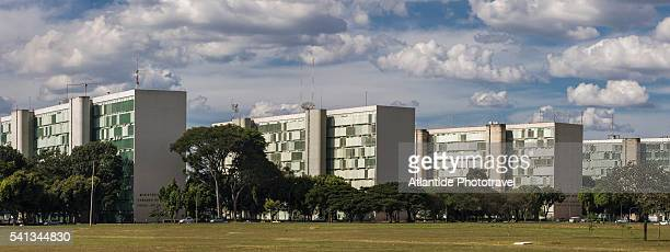 the esplanada dos ministerios (ministries area) - distrito federal brasilia stock pictures, royalty-free photos & images