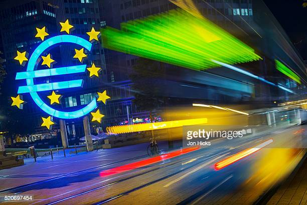 the euro sculpture at the european central bank. - central bank stock pictures, royalty-free photos & images