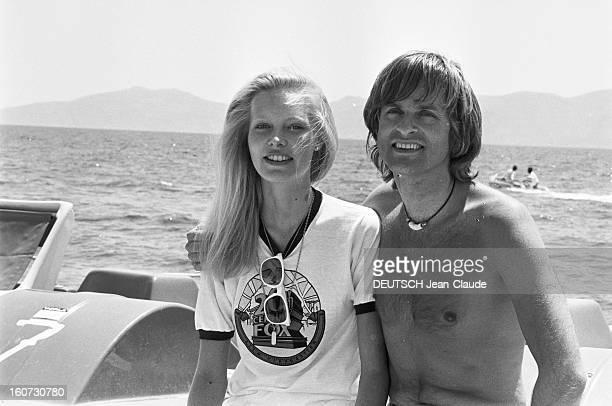 The Europe 1 Olympics 1978 On The Island Of Hydra En Grèce sur l'île d'Hydra lors des Olympiades EUROPE 1 de 1978 sur la plage le chanteur DAVE torse...