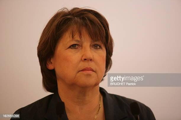 Results At The Ps Plan de face de Martine AUBRY au siège du Parti socialiste rue de Solférino à PARIS Soirée électorale maussade pour Martine qui la...
