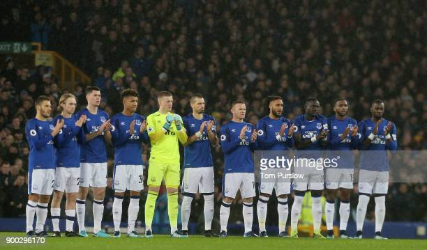The Everton team take part in a minute's applause ahead of the Premier League match between Everton and Manchester United at Goodison Park on January...