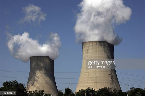 The Exelon Byron Nuclear Generating Stations running at full capacity 12 May 2007 in Byron Illinois is one of 17 nuclear reactors at 10 sites in...