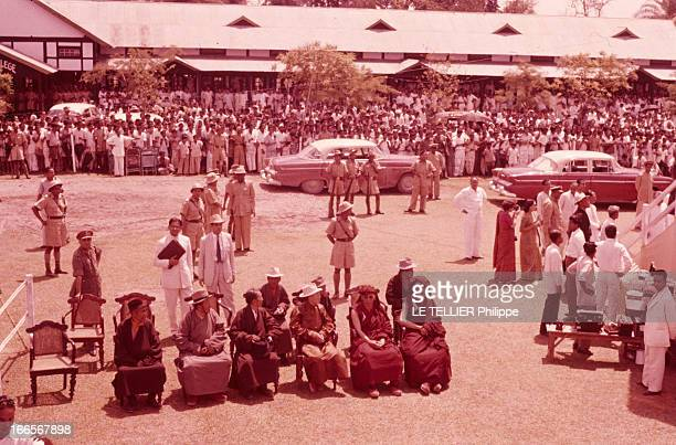 The Exile Of Dalai Lama In India En Inde en avril 1959 lors de sa fuite de Chine vers l'Inde le DALAILAMA alias Tenzin GYATSO lors de l'étape de...