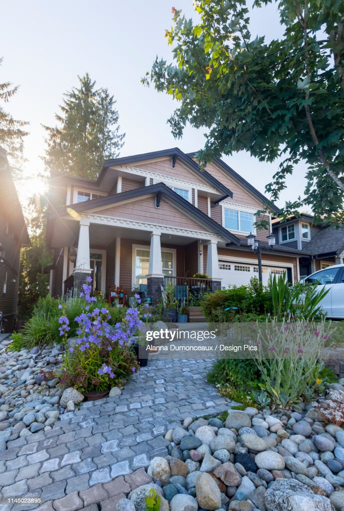 The Exterior Of A Modern Design Single Family Detached Home With Front Porch And Two Car Garage In Vancouvers Real Estate Market With An Urban Garden Landscape Design Foto De Stock