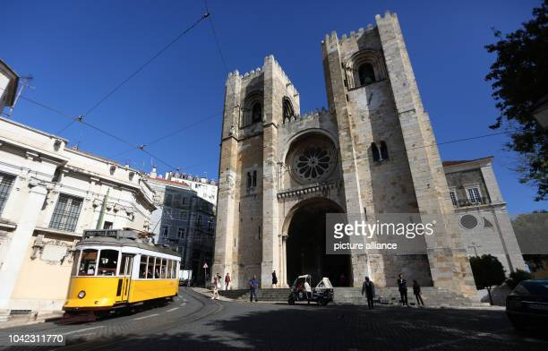 The exterior of the cathedral 'Se Catedral' in the center of Lisbon Portugal 05 November 2014 PhotoIna Fassbender/dpa | usage worldwide