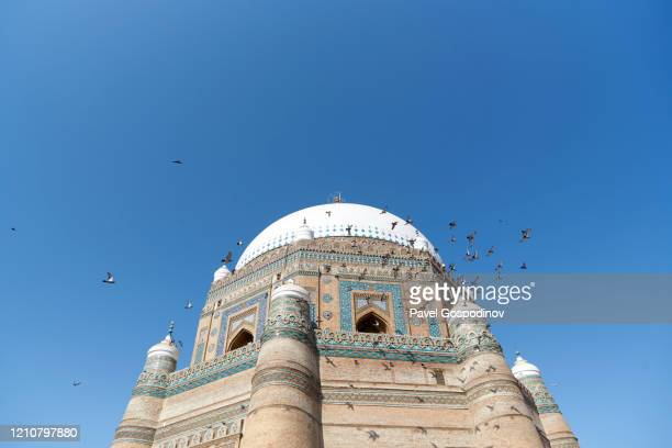 the exterior of the tomb of shah rukn-e-alam in multan, pakistan - shrine stock pictures, royalty-free photos & images